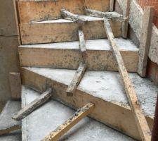 milieu de l escalier coule