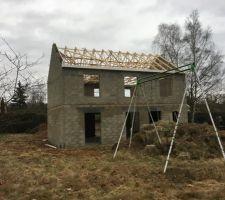 fronton de la facade et charpente en cours