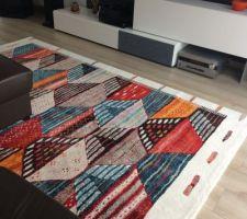 Notre nouveau tapis qui donne un peu de couleurs au salon