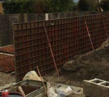 Pose des banches pour les murs du vide sanitaire