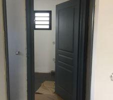 Première couche sur batis et portes intérieures, c'était long mais content du résultat