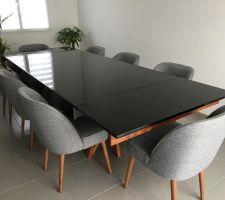 Table avec les rallonges ouvertes