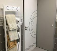 Sèche serviette installé!! Salle de bain finie, faut juste changer la poignée de la porte de placard.