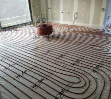 reseau tubes rehau chauffage et refroidissement au sol derouleur au rdc