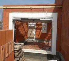 Garage équipé de ses ouvertures