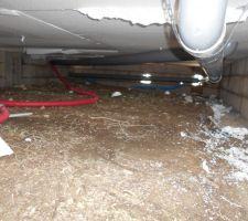 Pose des évacuations et gaines dans le vide sanitaire