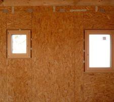 Fenêtres toilette et salle d'eau de l'étage