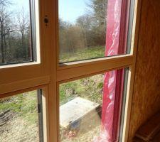 Détail fenêtre de l'étage. Huisserie alu -bois triple vitrage