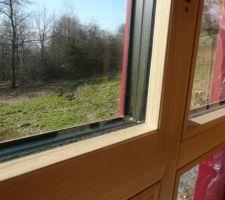 Détail d'une fenêtre alu -bois triple vitrage