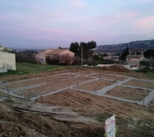 fondations fraichement coulees
