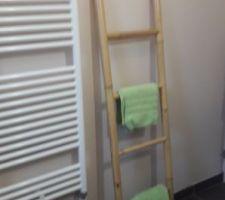 Échelle bambou porte serviettes