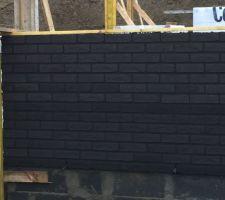 Montage des briques noires