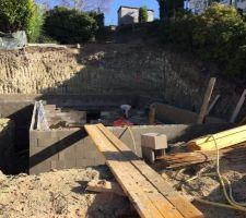 Murs du sous sol terminés aujourd'hui.