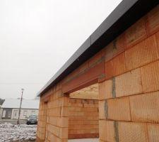 Les caches moineaux sont poses  ainsi  que les pvc   sous le porche d entree