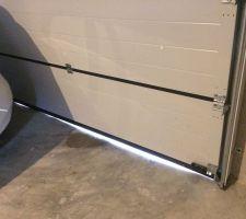 Porte de garage sur seuil fissuré et pas de niveau