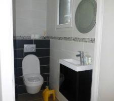 le wc du rdc faience et installe par nos soins en novembre s est vu agremente d un joli miroir a noel ainsi que de son meuble lave main