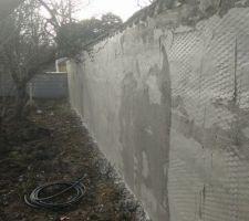 Sous-couche au séchage sur les murs en pisé