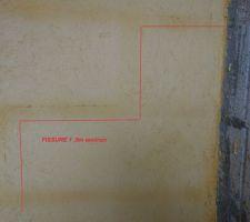 7 fissures jusqu'a 6 mètres de long sur toute la maison
