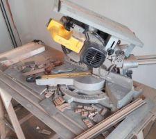 equipement de chantier scie a onglets sur table