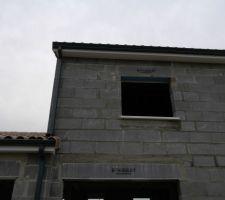 Etage (Bureau) : Sous-face PVC blanc et Gouttières ALU RAL 7016