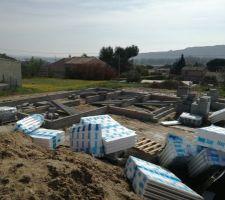debut du montage du vide sanitaire entre parentheses c etait le bazar sur le chantier