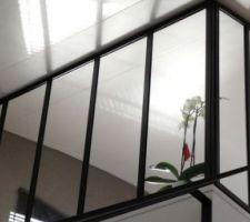 Nous imaginons mettre ce genre de verrière à l'étage entre le bureau et l'escalier. <br /> A la réception nous aurons une petite rambarde placo d'un mettre de hauteur. <br /> A nous ensuite d'y placer la verrière.