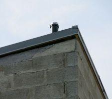 On se pose vraiment des questions sur l alignement entre la toiture et les murs.... <br /> On a déjà souligné ce problème au CDT qui nous a répondu que cela n'était rien et que ça allait être caché par la suite!!!! <br /> Comment cela va être récupérer? La question est bien là. <br /> J 'attends vos conseils, merci