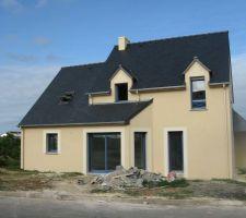 Vue de face 10 mois après l'ouverture de chantier Le constructeur a adapté sa maison de sorte à avoir le séjour exposé plein sud...