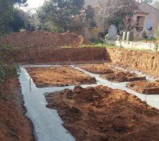 debut du beton il y a de la terre a recuperer pour ceux qui veulent