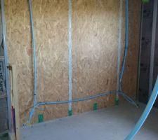 Mur de la chambre qui sera recouvert de parquet