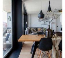 J'aime beaucoup le cadre noir autour des menuiseries. Peinture ou métal? A voir si applicable chez nous!