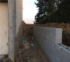 Mur de soutènement de l'escalier extérieur