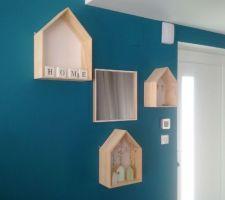 Installation des petites maisons déco dans l'entrée