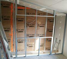 A l'étage : Future cloison avec la verrière bois