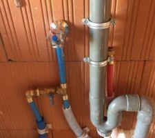 alim evac machine a laver dans le garage vous pouvez constater egalement une arrivee d eau chaude cela servira peut etre un jour