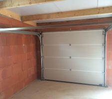 Les portes du garage sont posées !!!