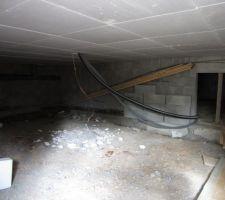 passage de gaines dans le vide sanitaire et piquet de terre