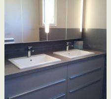 Meubles de cuisine dans salle de bain