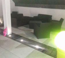 La terrasse d'etage et ses lumières