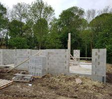 montee des murs du rdc et murs porteurs jour 2