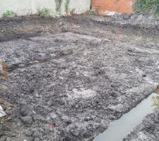 la terre creusé(il a plu toute la journée)
