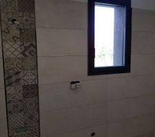 Salle de Bain des Parents avec mur et carreaux de platre Porcelanosa