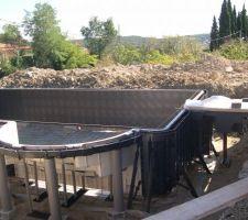 Les panneaux sont posés  la piscine sera donc coulée le 21 sept