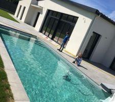 La piscine est en eau