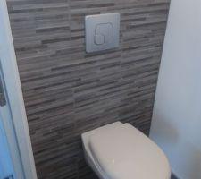 Pose par nos soins du WC modèle ISIS 3 de chez Bricorama Evreux et du carrelage trouvé chez Bricoman Evreux.