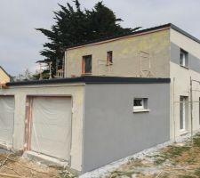 facade sud terminee facade ouest maison et garage paree de la couche d accroche face nord garage avec couche d accroche