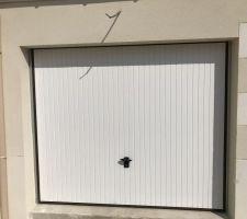Porte de garage peinte