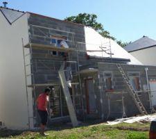 Ravalement en cours. 3 façades de terminée. Reste la façade avant.