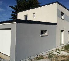 Façade Sud maison et garage