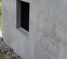 Les derniers appuis de fenêtres sont réalisés